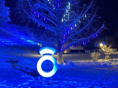 Der Eiszapfenbaum ist das Herzstück des Lichterzaubers