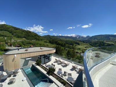neuer Außen-Saunabereich des Erlebnisbades Aquaria mit Panoramablick