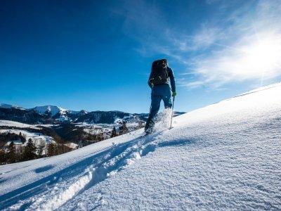 Schneeschuhwandern mit Blick auf den Hochgrat bei Oberstaufen
