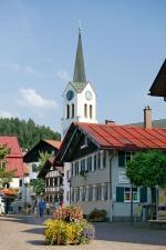 Ortskern mit Kirche St. Peter und Paul