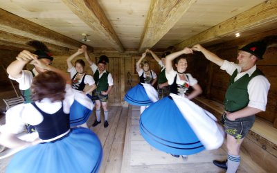 Erlebe traditionelle Tänze in Oberstaufen