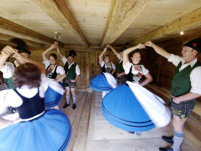 Erlebe traditionelle Tänze in Oberstaufen