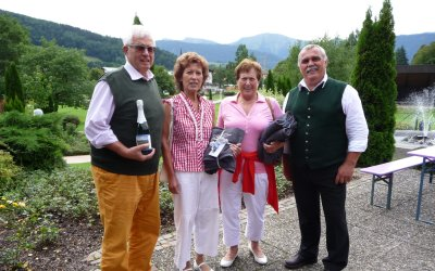Heidi Jooß-Doraszelski und Uschi und Michael Feder wurden für 25x Schrothkur geehrt