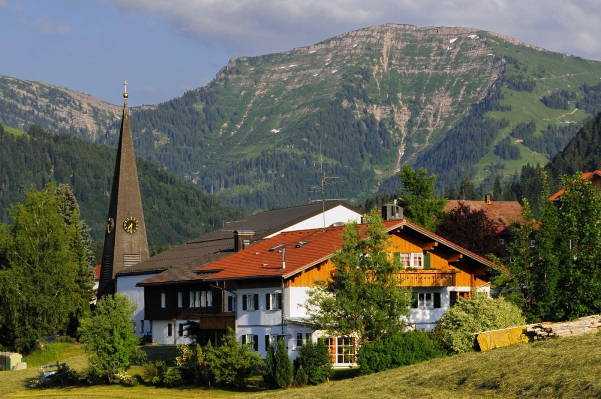 Steibis liegt idyllisch mitten in den Allgäuer Alpen