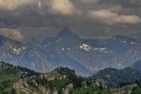 Die hügelige Landschaft und die Berge machen den besonderen Reiz der Urlaubsregion Oberstaufen aus.