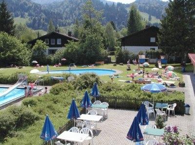 Sonne, Sommer und das Freibad in Thalkirchdorf - eine Mischung, die der ganzen Familie gefällt.