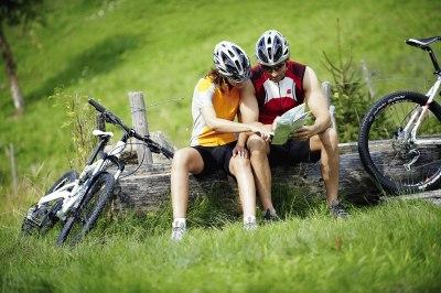 Wo geht's lang? Ein kleiner Umweg mit dem Mountainbike bringt an abgelegene Plätze.