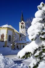 Kirche im verschneiten Oberstaufen
