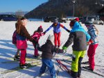 Kinderkreis beim Langlauf-lernen
