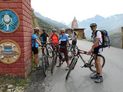 Radlergruppe von Gerhard im Himalaya