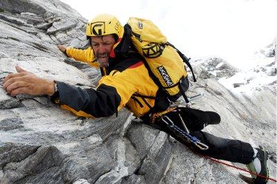 Hans Kammerlander im schwierigen Mittelstück auf 6.300m