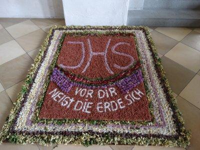 Blumenteppich in Oberstaufen an Fronleichnam