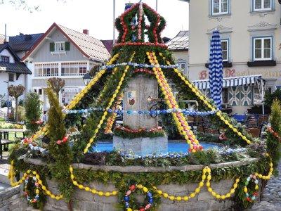 Osterbrunnen beim Adler