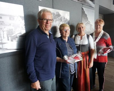 Frau Haidi Arnold und Frau Margit Ihring mit Gastgeber Fritz Gorbach