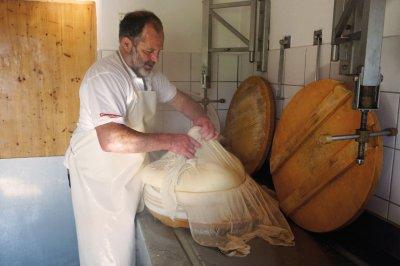 traditionelle Käseherstellung im Allgäu