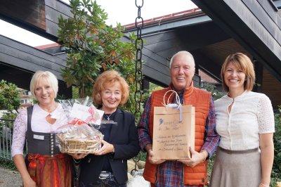 Rebsamen Angelika und Hans-Jürgen mit Gastgeberin Andrea Voss-Braunsch vom Birkenhof