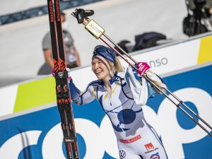 Jonna SUNDLING (SWE) celebrates her victory in the Cross Country Women Sprint Classic Final
