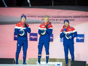 World Champion Johannes Hoesflo KLAEBO (NOR, c.), 2nd Erik Valnes (NOR, r.), 3rd Haavard Solaas Taugboel (NOR,l.)