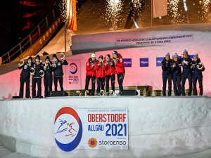 2nd Rank Team Slovenia (l.), World Champion Team Austria (c.) and 3rd Rank Team Norway (r.) poses during the medal ceremony