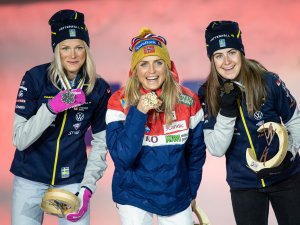 2nd Frida Karlsson (SWE, l.), World Champion Therese Johaug (NOR,c.), 3rd Ebba Andersson (SWE,r.)
