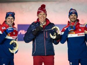 2nd Simen Hegstad Krueger (NOR, l.), World Champion Alexander Bolshunov (RSF,c.), Hans Christer Holund (NOR,r.)