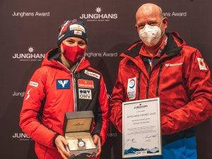 Marita Kramer (left) and Georg Geiger, 2. Vorsitzender des Skiclubs Oberstdorf e.V. Junghans Award Normal Hill Women