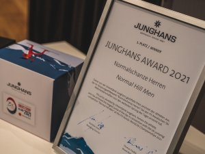 Junghans Award Normal Hill Men