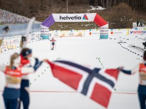 World Champion relay team Norway celebrates in the Cross Country Women's Relay 4x5.0 km(1)