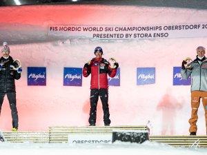 World Champion Stefan Kraft (c.), 2nd. Robert Johansson (NOR,l.), 3rd Karl Geiger (GER,r.) during the medal ceremony