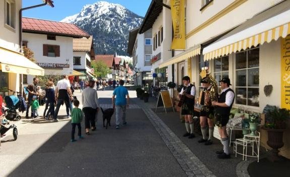 Fruehlingshaftes Oberstdorf Atmo
