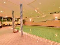 Schwimmbad mit 12 x 5 m