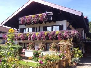 Das Hotel garni Brigitte im Sommer