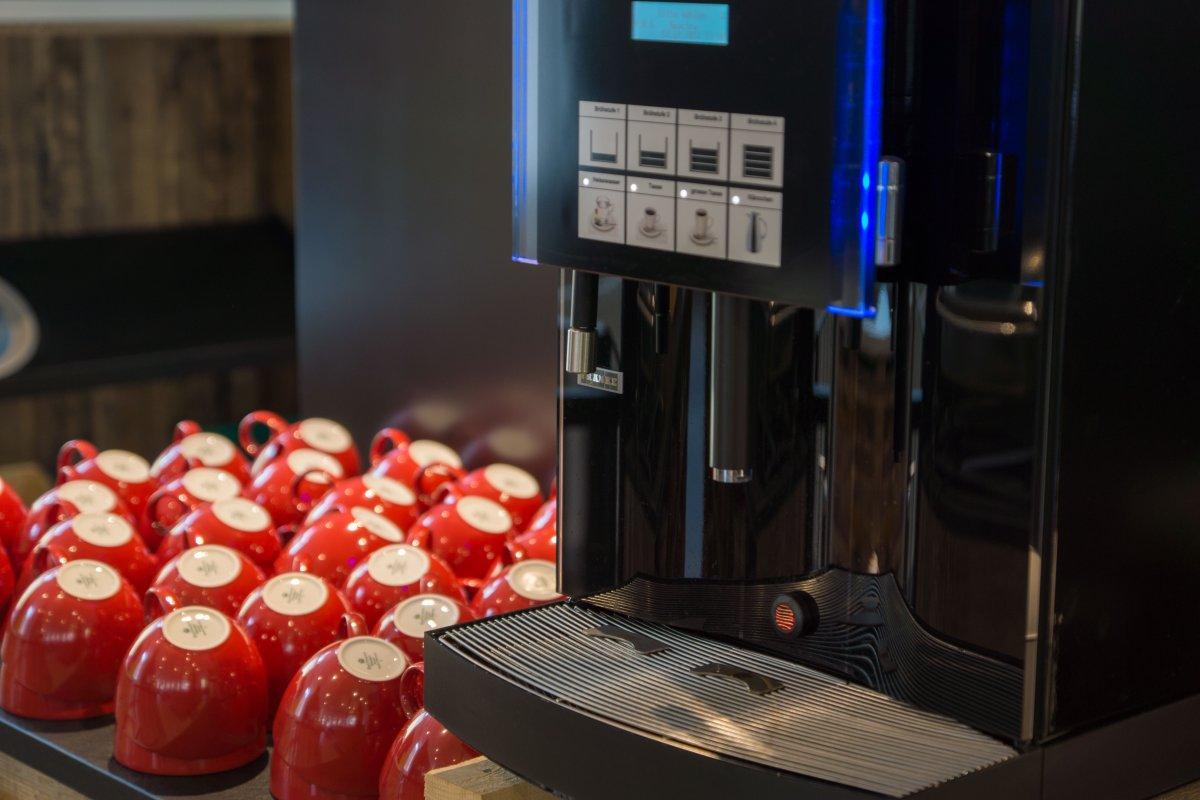Müde? Wie wäre es mit einer Tasse Kaffee?