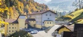 Das Oberstdorf Hostel strahlt in der Herbstsonne
