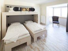 Die geräumigen Zimmer im Oberstdorf Hostel bieten Dir und Deinen Urlaubs-Freunden jede Menge Platz :)