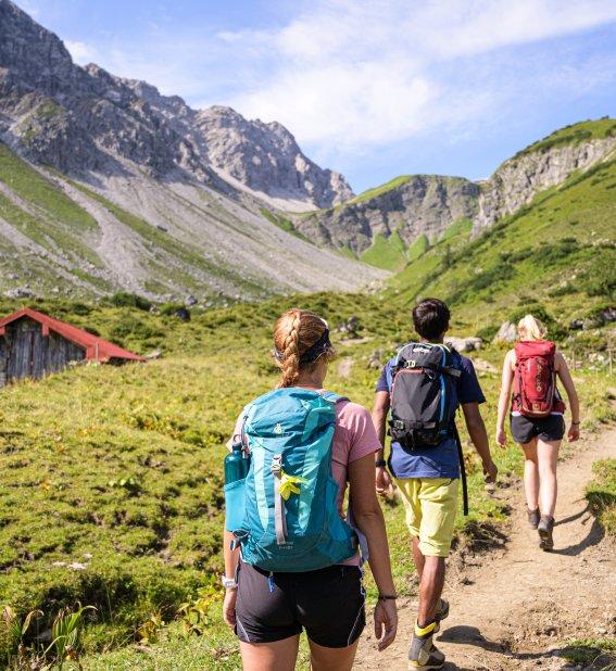 In der Gruppe auf Bergtour