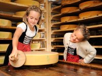 Kinder mit Käse