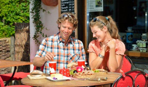 Paar beim Essen