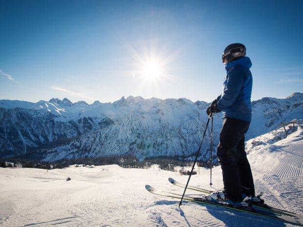 Skifahrer mit guter Aussicht
