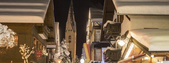 Kirchstraße am Abend