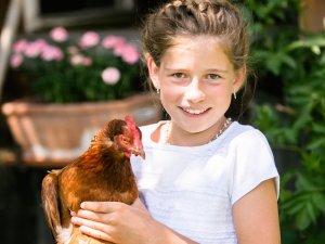Huhn mit Mädchen
