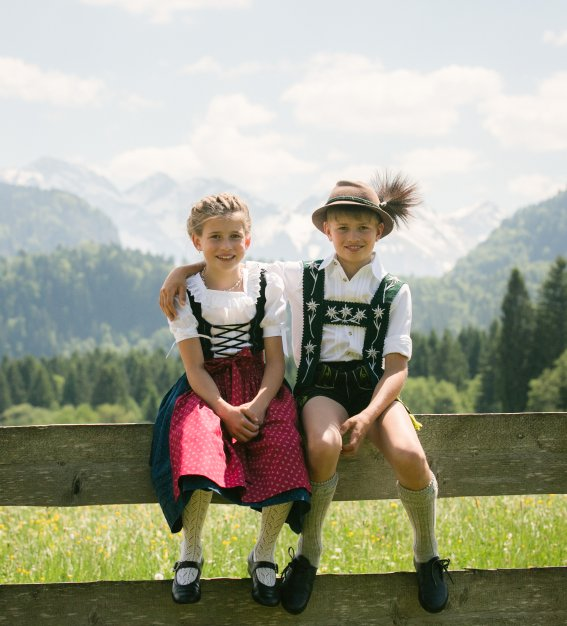 Kinder in Tracht