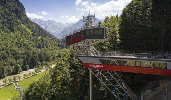 Sprungrichterturm an der Skiflugschanze