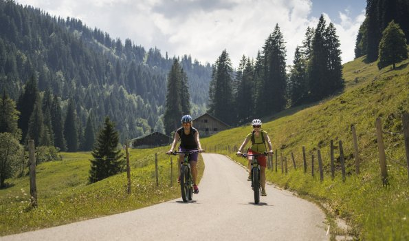 Fahrradfahrer bei der Alpe Lochbach