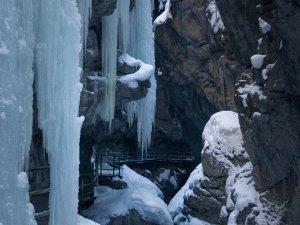 Eisvorhang in der Beritachklamm