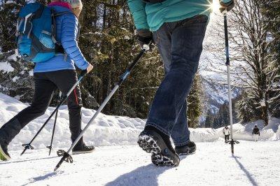 schneebedeckte Wanderwege
