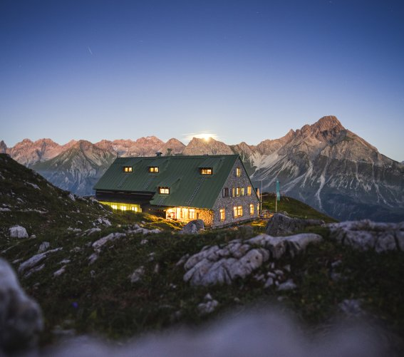 Blaue Stunde an der Mindelheimer Hütte