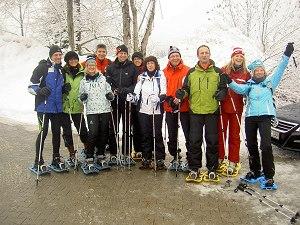 begeisterte Teilnehmer einer Schneeschuhtour