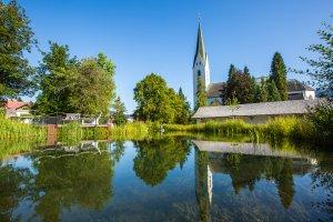 Der Kurpark von Oberstdorf mit Blick auf die Kriche!