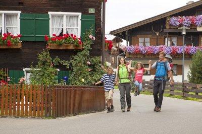Mit der Familie unterwegs beim Wandern in Oberstdorf